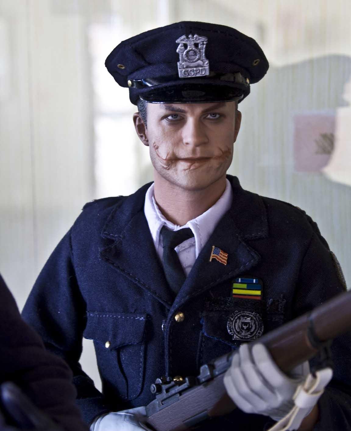 Hot Toys Joker Cop 8