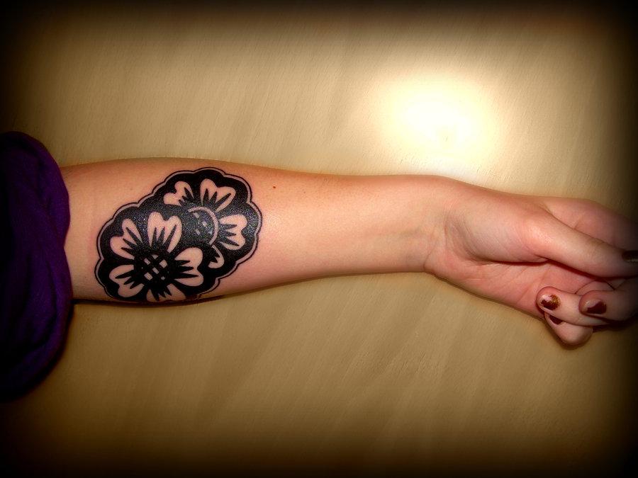 arm_tattoo___flower_by_LaUvas.jpg
