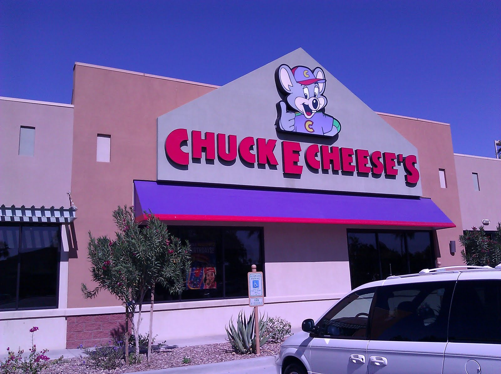 For over 40 years, families have been going to Chuck E. Cheese to play games, eat pizza, and have a great time. Chuck E. Cheese offers old-fashioned arcade games, new-fangled console games.