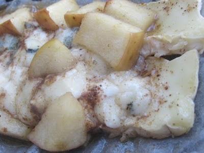 salata de branza brie, mascarpone si roquefort