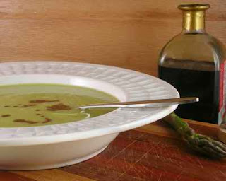 An asparagus soup, with everyday and elegant versions