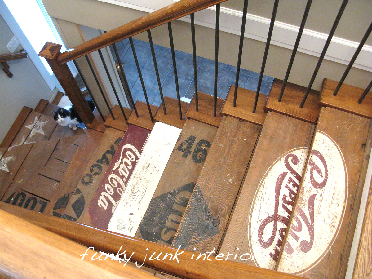 Painted wooden crate stairsfunky junk interiors for Idee deco pour escalier