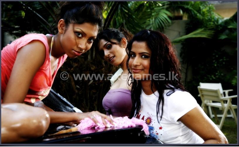 Hot Indian Girls - Sexy Bikini Bollywood Hollywood Girls -7725