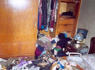 Resultado de imagen para su recámara había sido saqueada, llevándose sus prendas de valor y dinero en efectivo