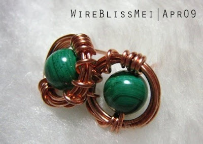 Sparkly 'O' Studs wire wrapped earrings with copper wire and malachite