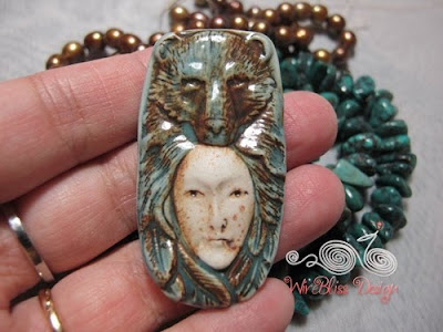 Holding the Clay Jeanie pendant from Szarka