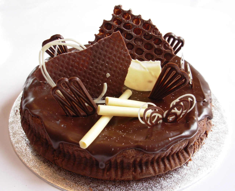 Happy Birthday Akash!!!: yummy cakes!!
