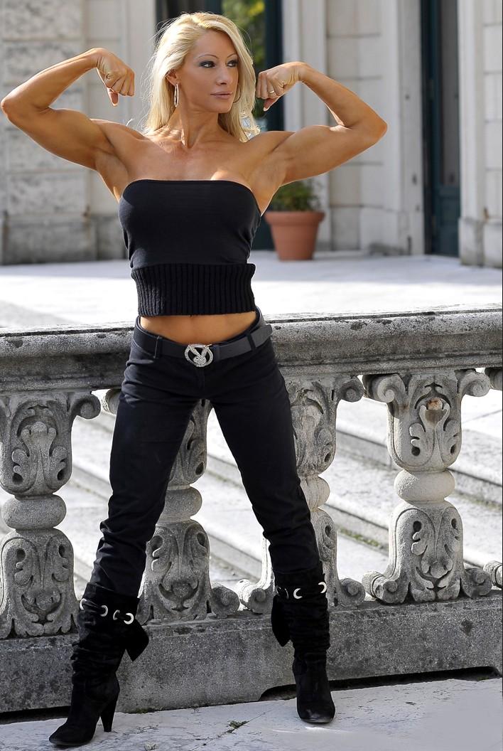 Muscular Womens Dressed Cristiana Casoni-3480