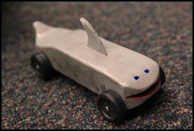 Pin pinewood derby shark template on pinterest for Pinewood derby shark template