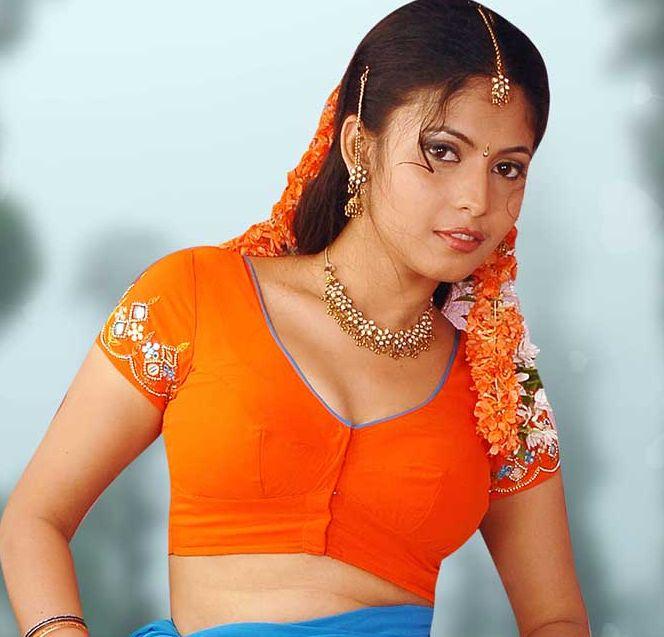 Southindian Hot Saree Show