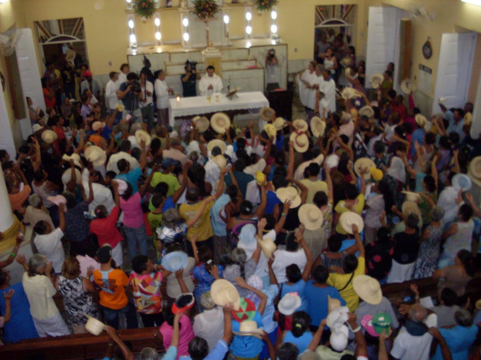 Interior da Capela do Socorro - Em Frente ao Altar   o Túmulo de Padre  Cícero - Foto  Mara Paula 51176083e4e