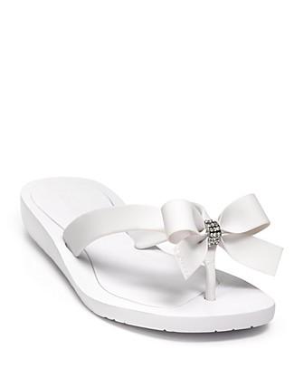 3a8329ef0569 ♥Queenniewei.com♥  GUESS Tutu Flip-flop Sandals