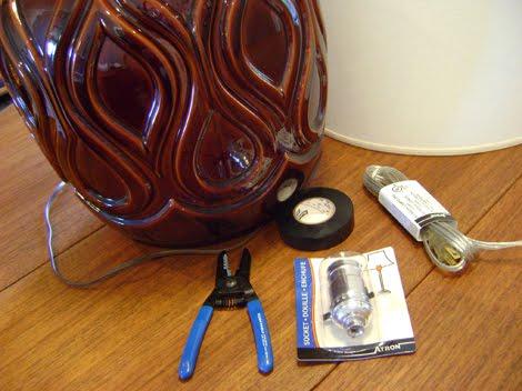 maison retro toronto changer la douille et la corde lectrique d 39 une vieille lampe. Black Bedroom Furniture Sets. Home Design Ideas