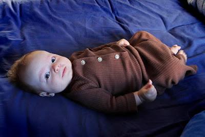 Jag hade den tills mina fötter stack ut och den mer liknade ett nattlinne.  Inatt fick Saga använda sovpåsen för första gången. Och hon sov nog gott e0718ce9e9e79
