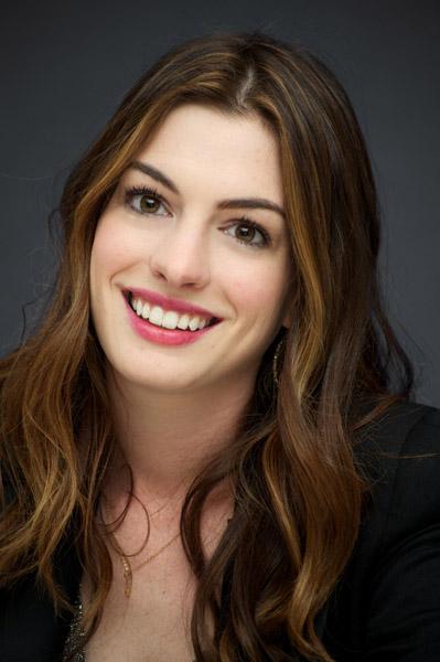 Weirdland Anne Hathaway Wore Fluorescent Bras In -3007