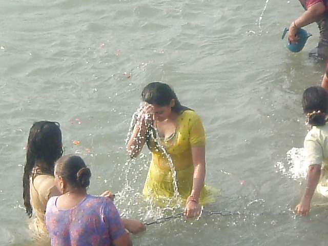 Indian Girls And Aunties River Bathing-3572
