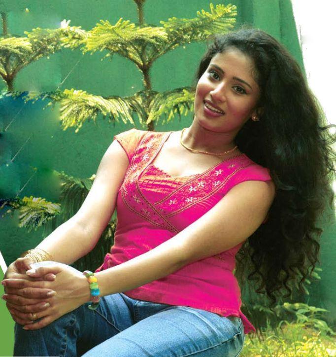 Manjula Kumari-Famous Sinhala Tele Drama Actress -4691