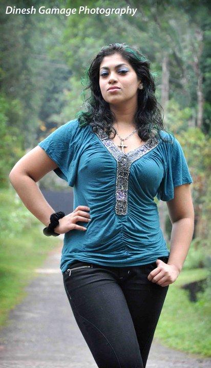 Srilankan Famous Singer Raini Charuka Goonatillake Cute -5231