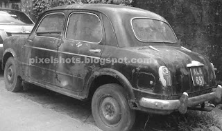 old fiat sedan of India, old Indian cars, Car perishing in Garages, unrecoverable cars, Black old fiat car, Cochin car garages, Old cars in Cochin kerala India