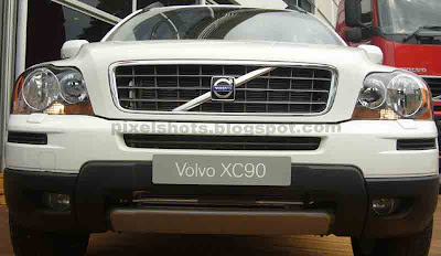 front grill of volvo xc90, suv front grill closeup, safest suv available, advanced car technologies implimented