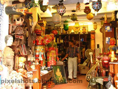antiques shop,sculptures,clay sculptures,mattancherry shops,cochin jew street shops,antiques