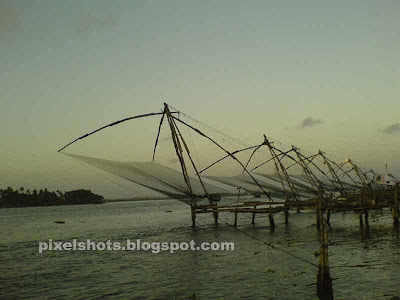 fishing-methods-in-kerala,chinease-fish-nets-photos,fishing in beaches,fort-cochin-attraction,sonyericsson photography