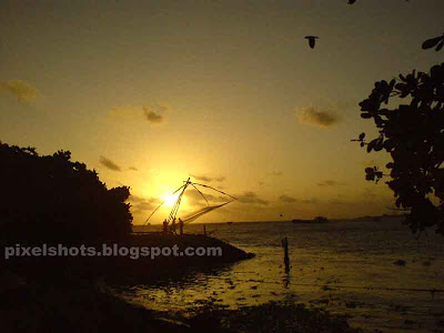 golden-beach-sunsets,chinease-fishing-nets-sunsets,sunset-fort-cochin-kerala,kerala-tourism,tourist-attractions-cochin-kerala,kerala-beaches,pixelshots-sunset-photogallery,kerala-mobile-photography