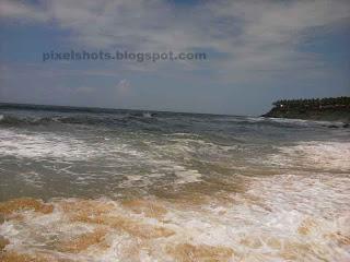 varkala sea waves,beach wave photos from kerala beaches,peculiarities of varkala,beach sand dissolved in white sea wave,rough beach wave closeups