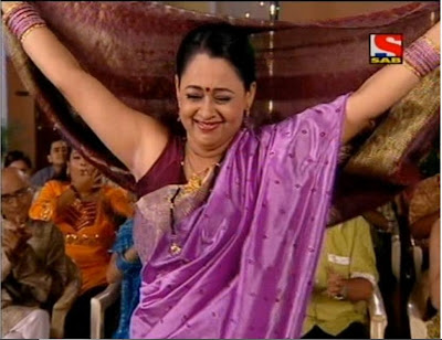 Real Life Aunty Hot Sleeveless Blouse Her Shaved Armpit Show