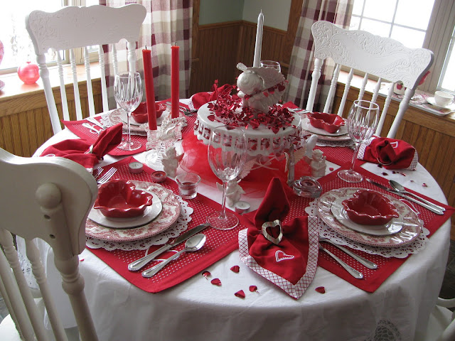 Applestone Cottage Valentine Table For Four