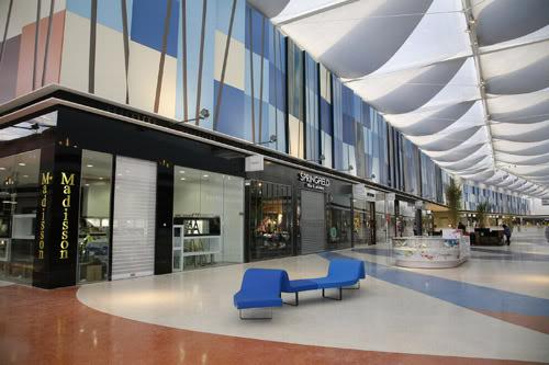3063e4783b3 A cidade tem alguns dos maiores e mais diversificados centros comerciais.  Os outlets também fazem parte de Lisboa! Próximo de Lisboa existe um dos  maiores ...