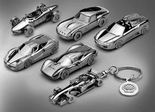 90e7d20cbc7da Serão 6 modelos de chaveiros cromados com miniaturas de carros da Ferrari.  Vruuuuummm!