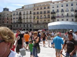Cientos de curiosos en la Puerta del Sol