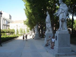 El sueño de las estatuas del Palacio Real
