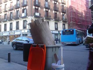Llegan a Madrid los mulltones por no separar la basura