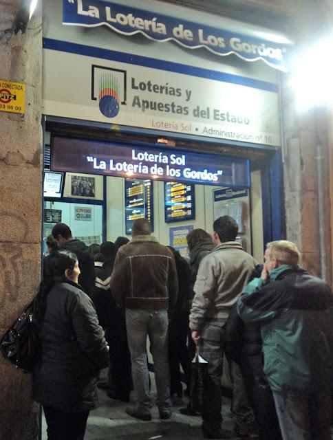 Últimos instantes para comprar la lotería de Navidad en la Puerta del Sol