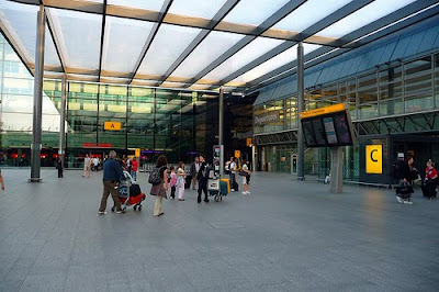enterting heathrow airport terminal
