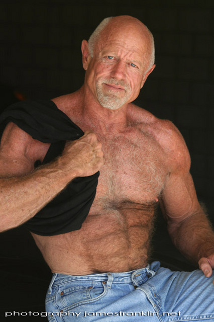 Muscled Mature Pic 89
