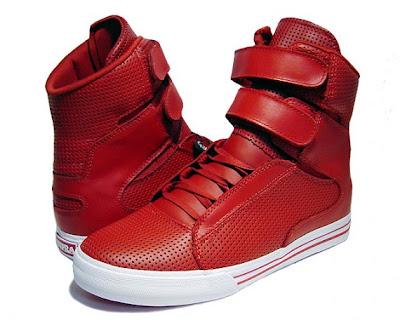 Och om jag skulle hitta några röda skor så är oftast denna fula tjocka  sulan oftast vit. c1ce0caae3153