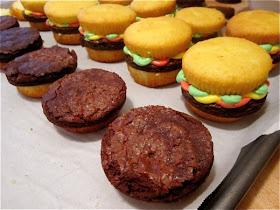 Pardon My Crumbs The Perfect Bbq Dessert Cupcake Burgers