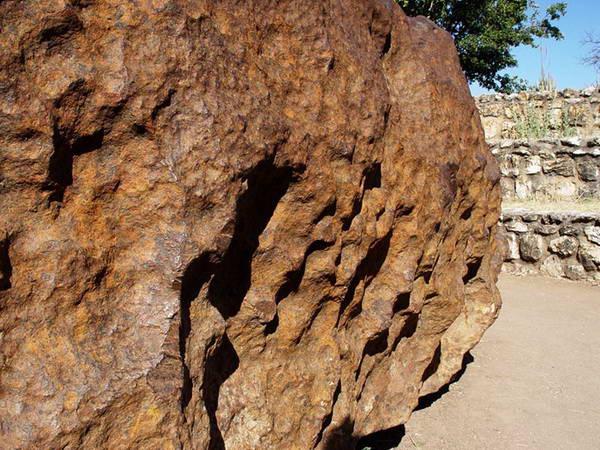 [Image: hoba-meteorite11%255B2%255D.jpg]
