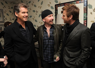 The Edge, Pierce Brosnan y Ewan McGregor