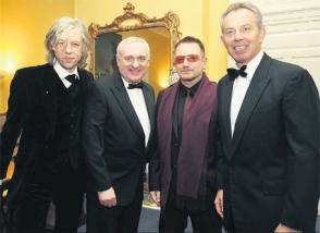 Bertie Ahern y Tony Blair junto a Bono y Bob Geldof