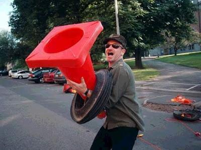 Bono con un Cono durante POP