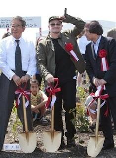 Bono yel gobernador de tokio Shintaro Ishihara y el arquitecto Tadao Ando