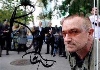 Bono participa en la campaña humanitaria In My name