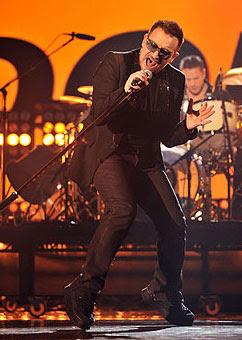 ono durante los ensayos para los Brit Awards 2009