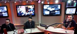 U2 en la radio francesa NRJ 2