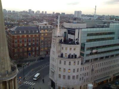 U2 toca en la azotea de la BBC en Londres 4