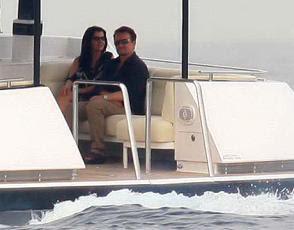 Bono y Ali dirigiendose a comer con Roman Abramovich en la costa azul francesa